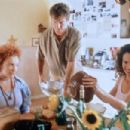 Toni Collette, Dennis Quaid and Andie MacDowell in Dinner with Friends (2001) - 454 x 302