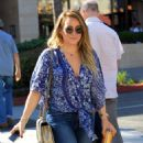 Hilary Duff in Ripped Jeans grabs lunch at La Scala in Beverly Hills - 454 x 582