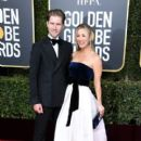 Kaley Cuoco and Karl Cook At The 76th Annual Golden Globes (2019) - 400 x 600