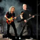 Kirk Hammett & James Hetfield perform onstage at the Rose Bowl on July 29, 2017 in Pasadena, California - 454 x 328