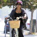 Vanessa Hudgens: Pre-Fitness Session Pedaller