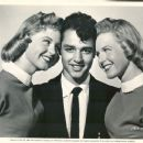 Sal Mineo with twins Susan and Caryl Volkman - 454 x 377