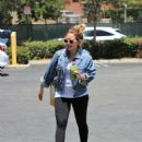 Hilary Duff in Tights with Matthew Koma – Head to the gym in Studio City - 454 x 550