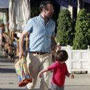 Jason Lee And Daughter Casper Shopping At American Rag - 423 x 594