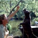 Steve Irwin and his dog Sui in MGM's The Crocodile Hunter: Collision Course - 2002