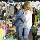 Ana De Armas – Shopping with Ben Affleck and his daughter in Brentwood