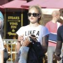 Sophie Turner – Seen out in West Hollywood - 454 x 643