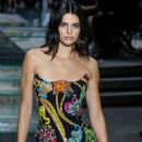Kendall Jenner – Versace Runway Show SS 2019 at Milan Fashion Week - 454 x 681