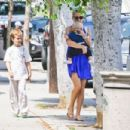Kate Hudson having lunch in Brentwood with Ryder and Bingham (August 2)