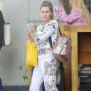 Gabi Grecko – Shopping on Melrose Place in West Hollywood - 454 x 681