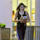 Kendall Jenner – Shopping in Los Angeles - 454 x 681