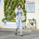 Joey King hides from the cameras in Studio City - 454 x 303