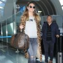 Heidi Klum is seen arriving on a flight at LAX airport in Los Angeles, California on January 23, 2017 - 430 x 600