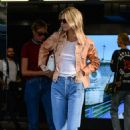 Kendall Jenner – Out during Milan Fashion Week