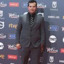John Leguizamo- Platino Awards 2017- Red Carpet - 399 x 600
