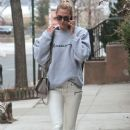 Karlie Kloss is spotted out and about in New York City, New York on January 20, 2017 - 381 x 600