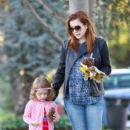 Alyson Hannigan: enjoy a fall walk in their neighborhood in LA