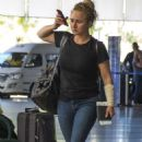 Hayden Panettiere in Jeans at Airport in Barbados - 454 x 750