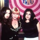 Liv Tyler, Bebe Buell and sister Mia Tyler At The MTV Video Music Awards 1995 - 454 x 297