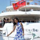 Rihanna: as her yacht docks in the Nice harbor - 404 x 594