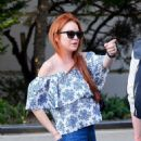 Lindsay Lohan in Jeans with friend out in New York City - 454 x 543