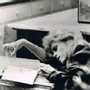 Jane Fonda - 454 x 322