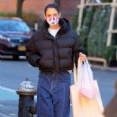 Katie Holmes – Spotted at Little Cupcake Bakeshop in Nolita in New York