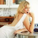 Ari Graynor - Me in My Place Photoshoot for Esquire Magazine - 454 x 357