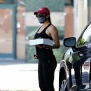 Jennifer Garner – Outside In-N-Out Burger in Brentwood