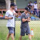 Elsa Pataky, Chris Hemsworth and Matt Damon at a local park in Byron Bay - 454 x 559