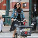 Famke Janssen – Riding a cargo bike in New York - 454 x 680