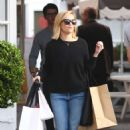Reese Witherspoon – Spotted leaving Brentwood Shopping Center