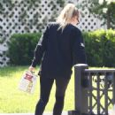 Dakota Fanning – Spotted while taking beer in Los Angeles - 454 x 599