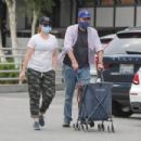 Alyson Hannigan – Grocery shopping in Los Angeles - 454 x 302