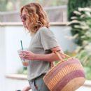 Julia Roberts – Shopping at Starbucks in Malibu - 454 x 526