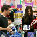 Kate Beckinsale - Spends The Sunday Afternoon Taking Care Of All Their Holiday Shopping, 09.12.2007.
