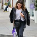 Mandy Moore went to a pillow store in Brentwood - 454 x 669