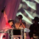 Björk - Brit Awards 1996 - 454 x 337