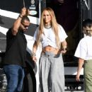 Jennifer Lopez – Arrives to shoot a video with DJ Khaled in Miami - 454 x 667