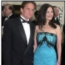 Michael Douglas and Catherine Zeta Jones At The 58th Annual Golden Globe Awards (2001) - 305 x 400