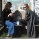 Stella Maxwell – Enjoys coffee and a chat with a friend in LA
