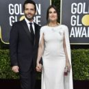 Aaron Lohr and Idina Menzel At The 77th Annual Golden Globe Awards (2020) - 400 x 600