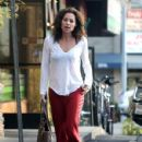 Minnie Driver stops by a nail salon in Los Feliz, California on January 6, 2014 - 429 x 594