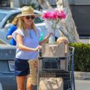 Reese Witherspoon – Shopping At Pacific Palisades - 454 x 681