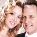 Dean Winters and Lisa Kudrow