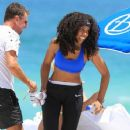 Kelly Rowland: getting a workout in while on holiday