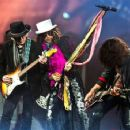 Aerosmith live at MGM Grand Garden Arena on August 1, 2015 - 454 x 355