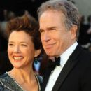 Annette Bening and Warren Beatty At The 83rd Annual Academy Awards (2011) - 396 x 594