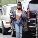 Ariana Grande – Show her abs while arriving at an Los Angeles recording studio