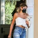 Kaia Gerber – Casual look outside a pet store in Malibu - 454 x 678